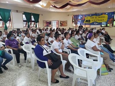Mujeres-participan-en-foro
