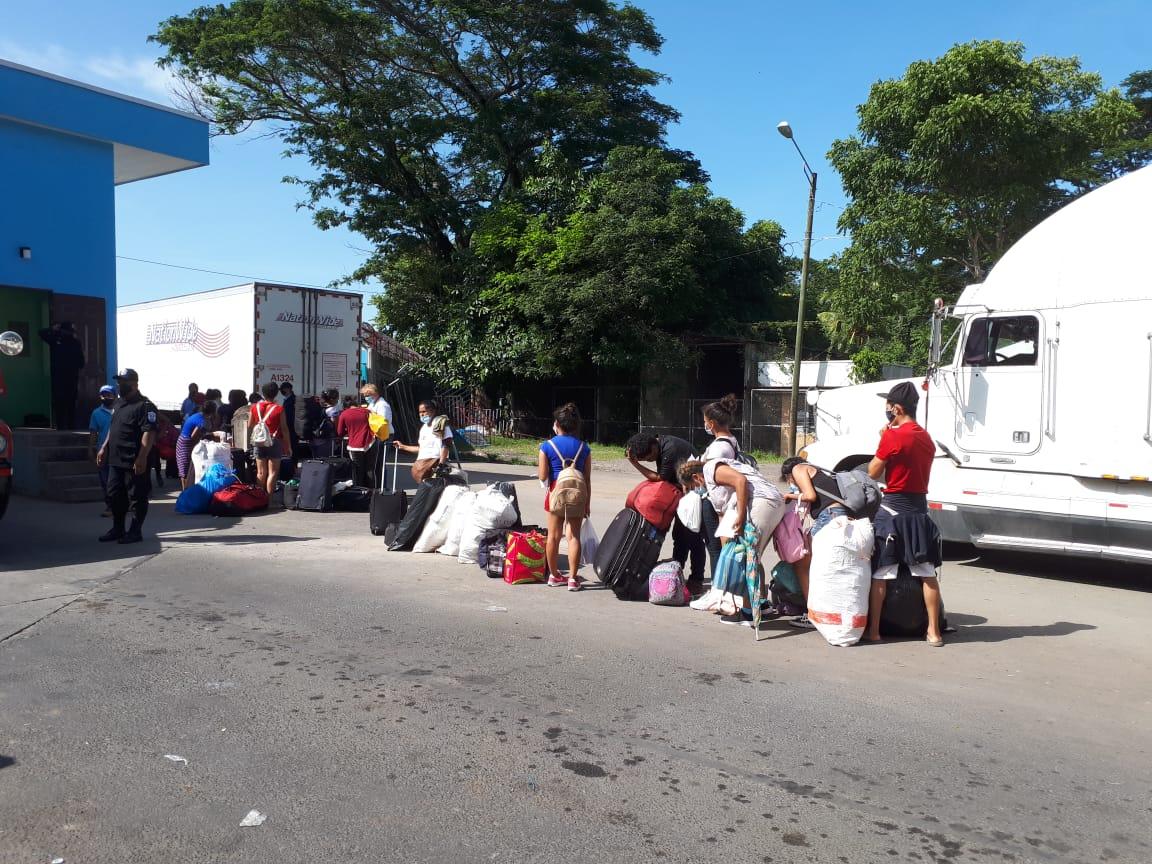 Con prueba de COVID en sus manos, regresan Nicas de Costa Rica