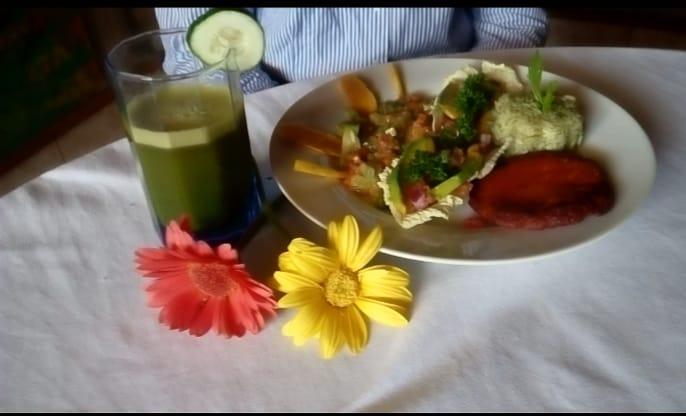 La chef Exania Gunera, propietaria de batidos Ananda en Matagalpa promueve curso de comida italiana, Gunera explica que la idea es compartir un curso para enseñar sobre un estilo saludable de alimentación, de esta manera la población tendrá otras opciones de comida.