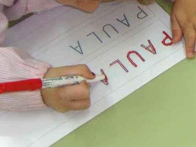 Niñez-aprende-a-escribir-su-nombre
