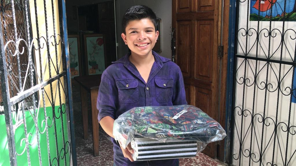 Niñez trabajadora de Matagalpa recibió paquetes y becas escolares, entregado por el Centro de promoción social las Hormiguitas, que trabaja por la educación y la erradicación del trabajo infantil.