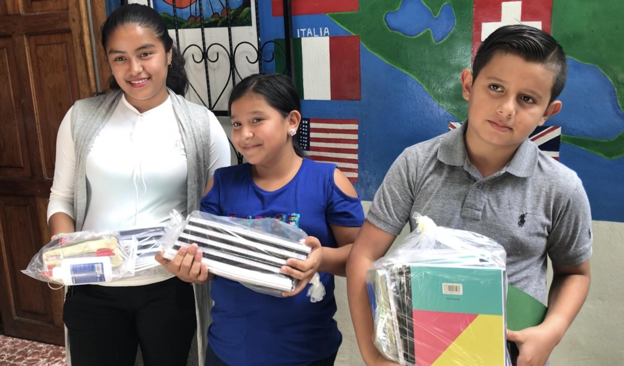Niñez trabajadora de Matagalpa recibe becas escolares